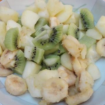 sałatka z ekologicznych owoców